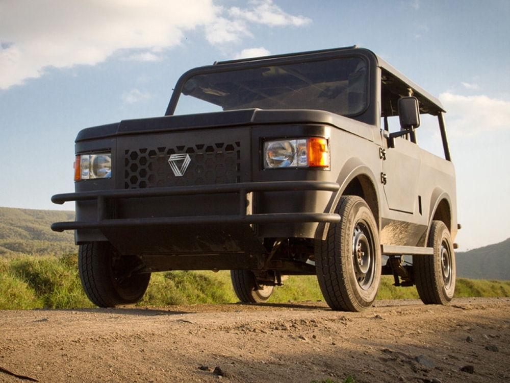 Аскетичный автомобиль для поездок по пустыням и болотам