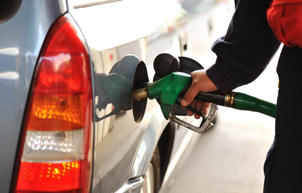 Заправка автомобиля бензином