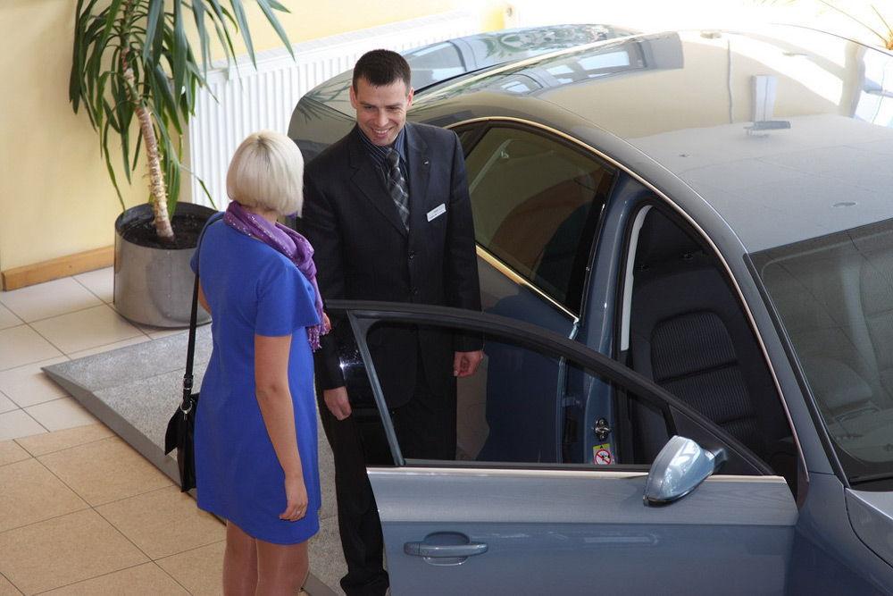 Общение с сотрудником автосалона