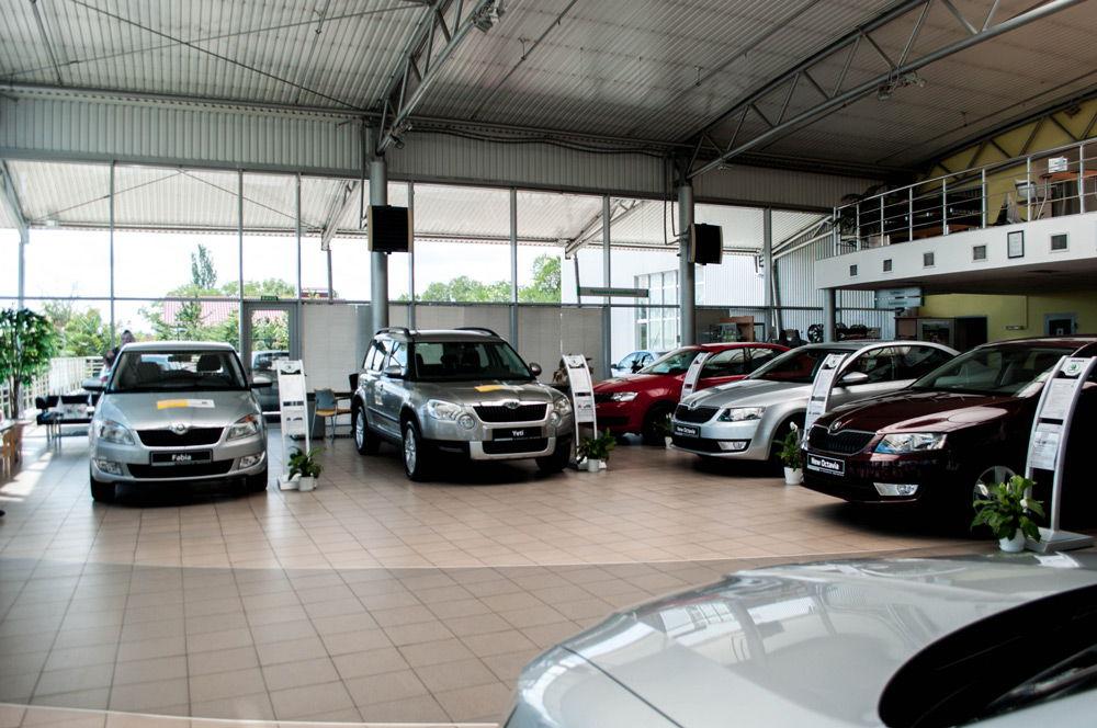 Продажа машин в автосалоне