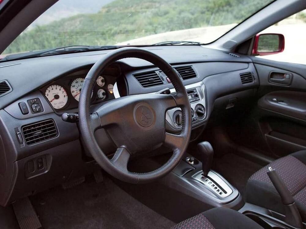 Mitsubishi Lancer 9 салон