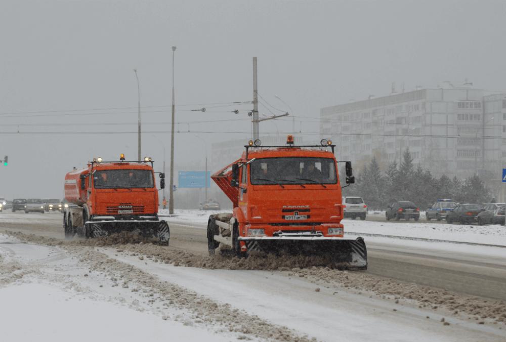 Работа на снегоуборочных автомобиля
