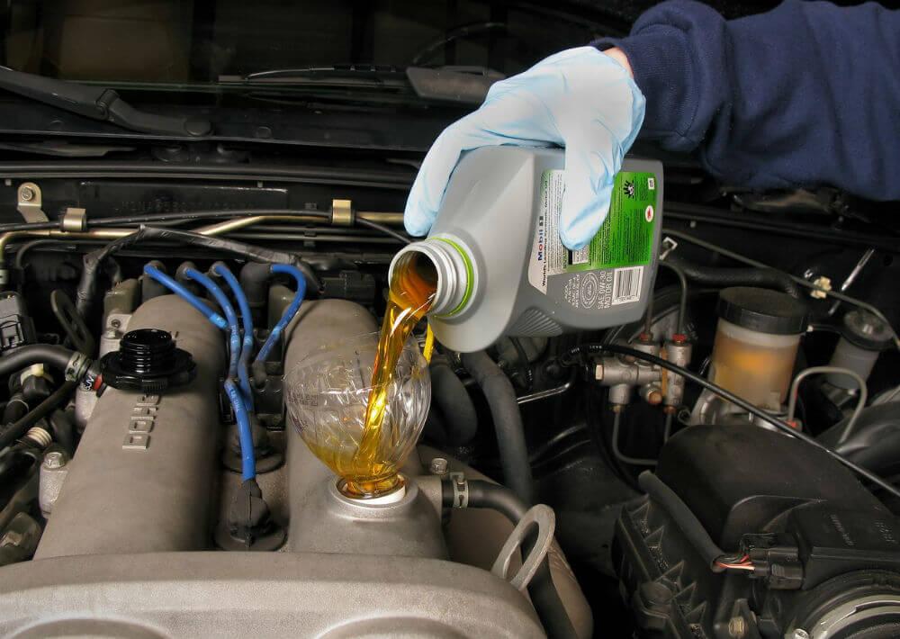 Замена масла на автомобиле