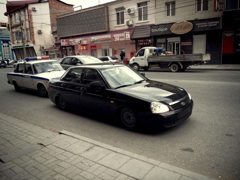 Черная машина без номеров