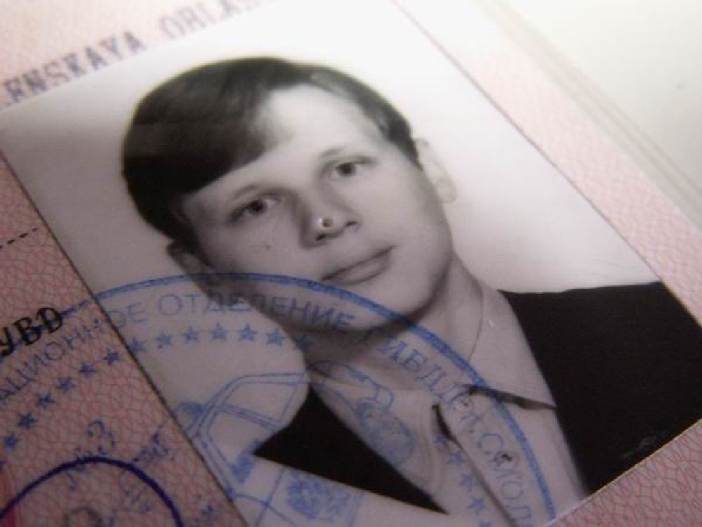 Водительское удостоверение с меткой на носу