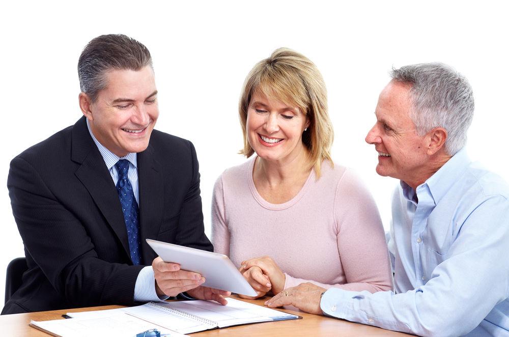 Страховой агент предлагает услуги