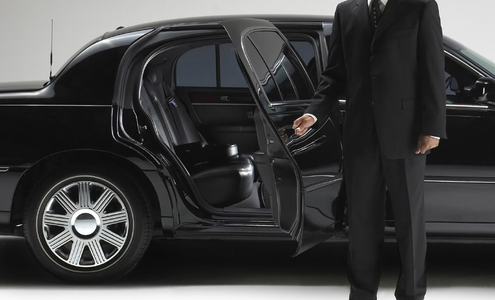 Прокатный автомобиль с водителем