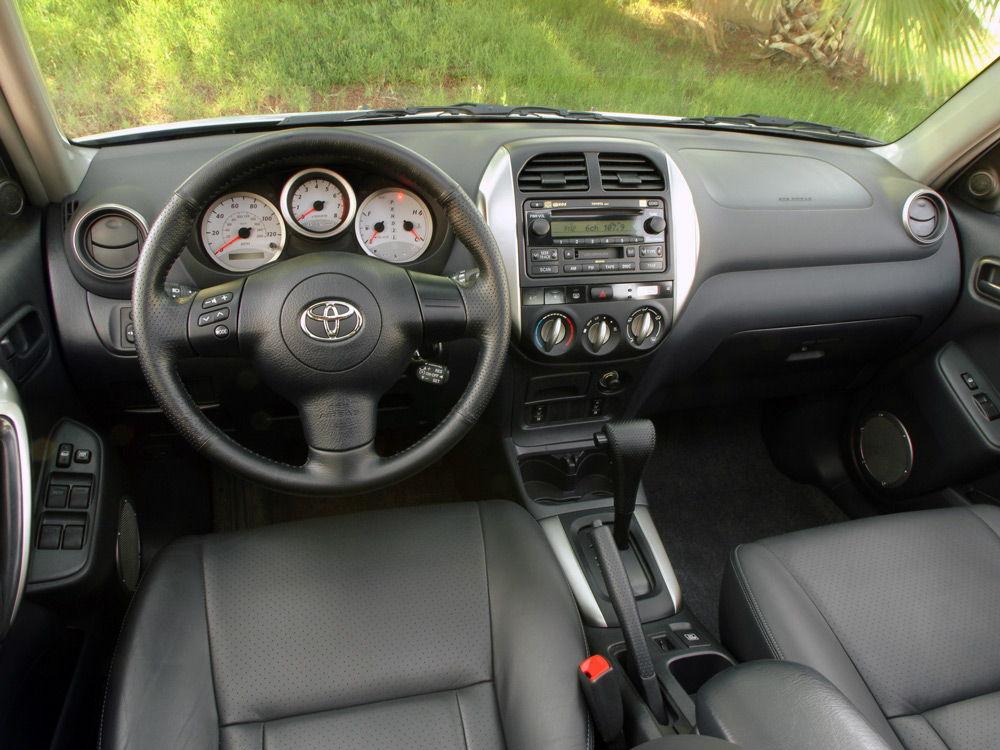 В салоне автомобиляToyota RAV4