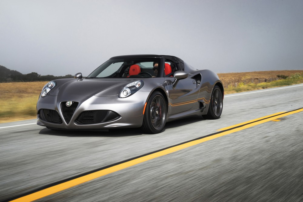Автомобиль Alfa Romeo 4C