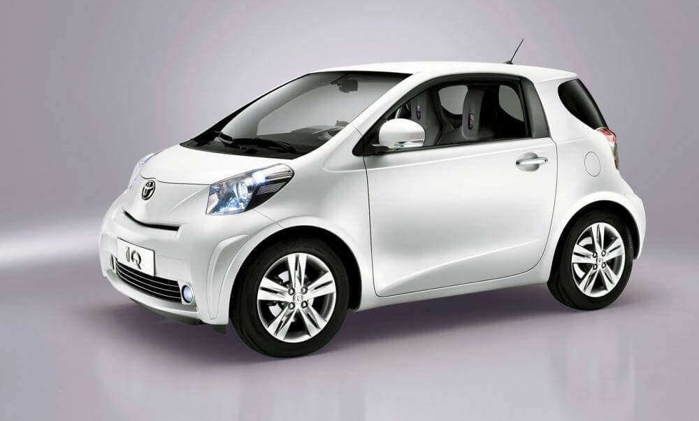 Малолитражка Toyota iQ