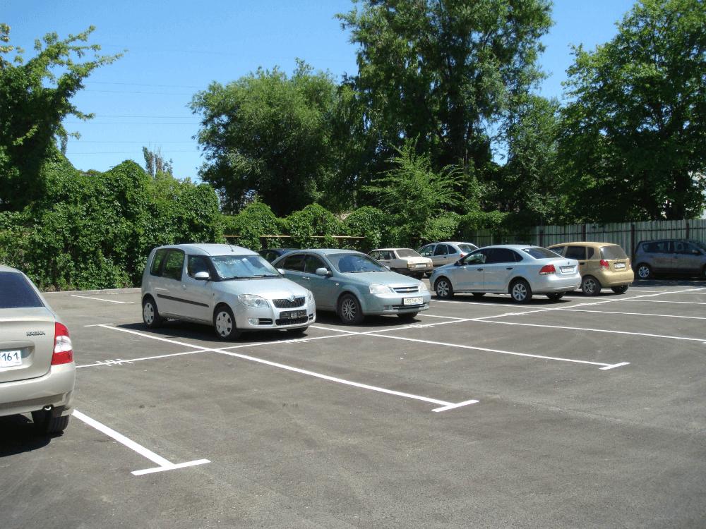 Парковочная зона у автосервиса