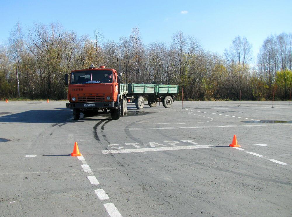 Сдача экзаменов по вождению на грузовике