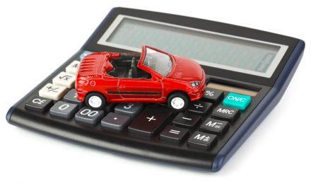 Автомобиль и калькулятор для расчёта транспортного налога