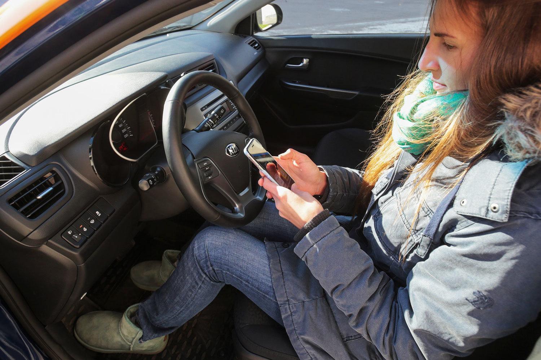 Девушка в авто
