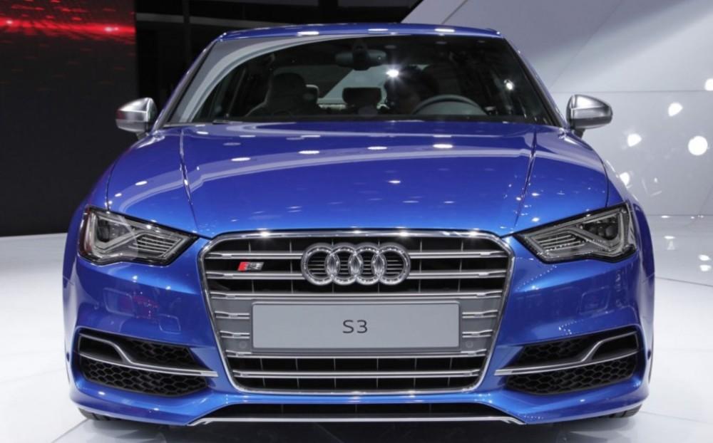 Синяя Audi S3