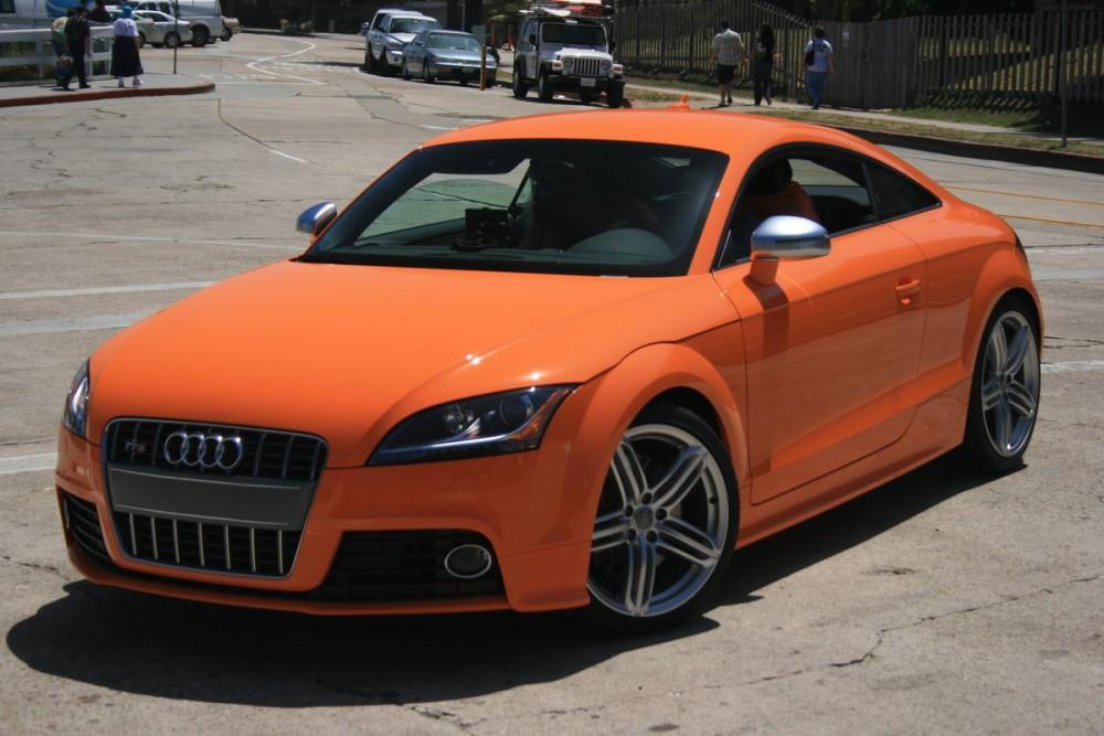 Оранжевая Audi TT