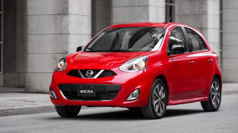 Красный Nissan Micra