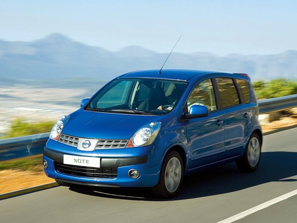 Nissan Note синего цвета
