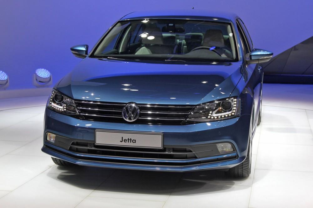Синий Volkswagen Jetta