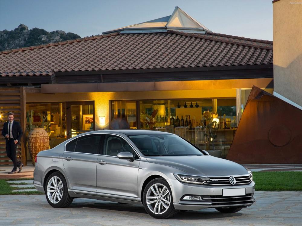 Серебристый Volkswagen Passat