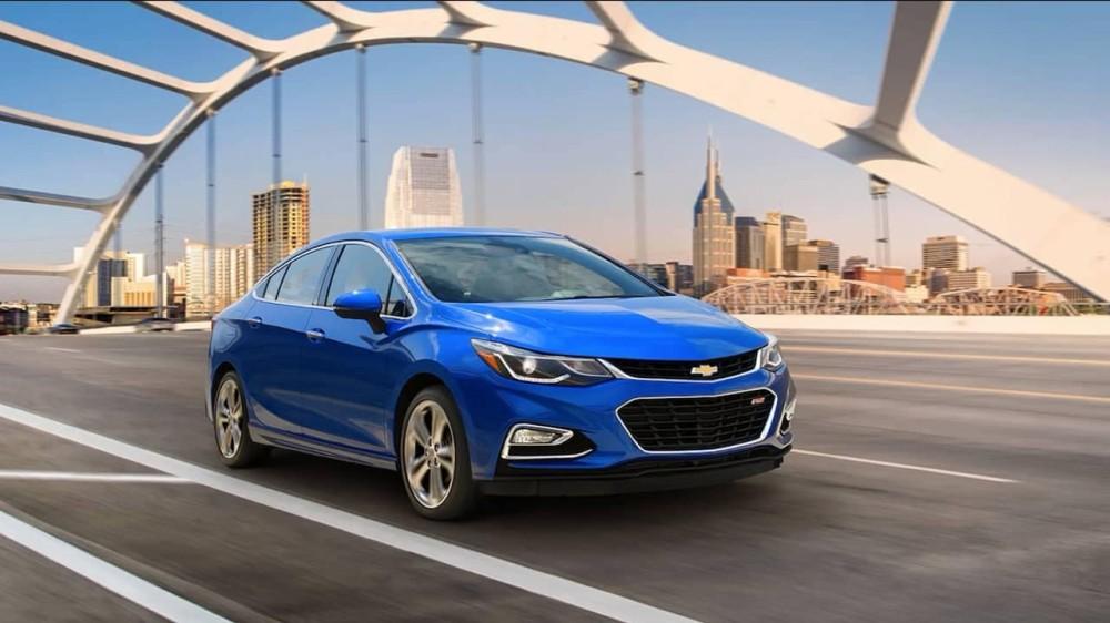 Chevrolet Cruze синего цвета