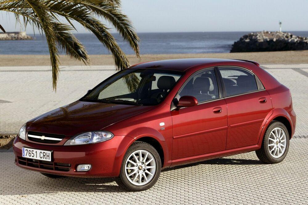 Chevrolet Lacetti красная