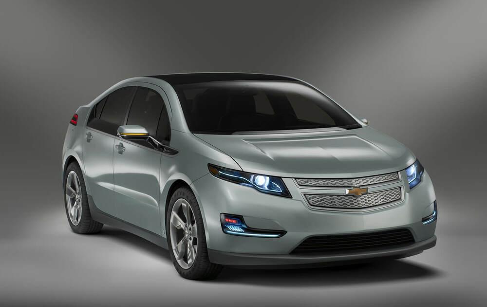 Chevrolet Volt серый