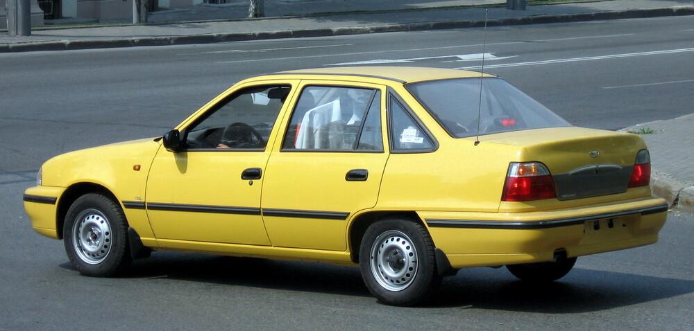 Daewoo Nexia желтый
