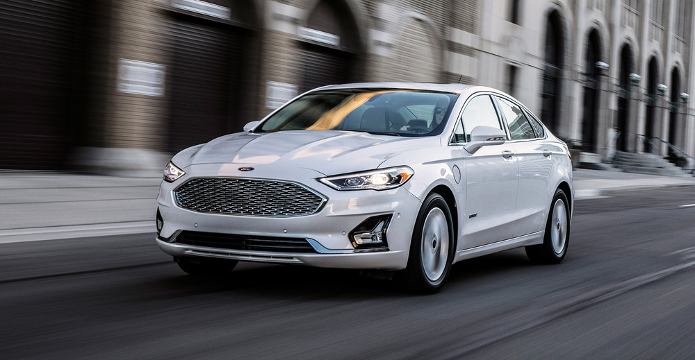 Ford Fusion белый