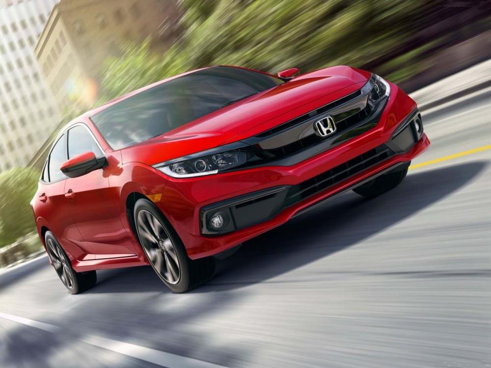Honda Civic красного цвета