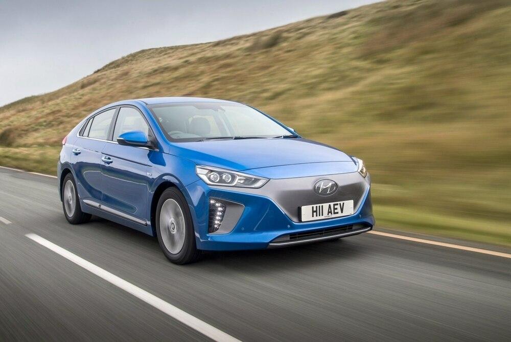 Hyundai Ioniq синий
