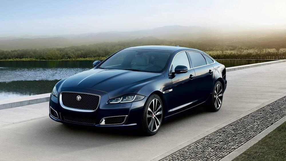 Jaguar XJ черный