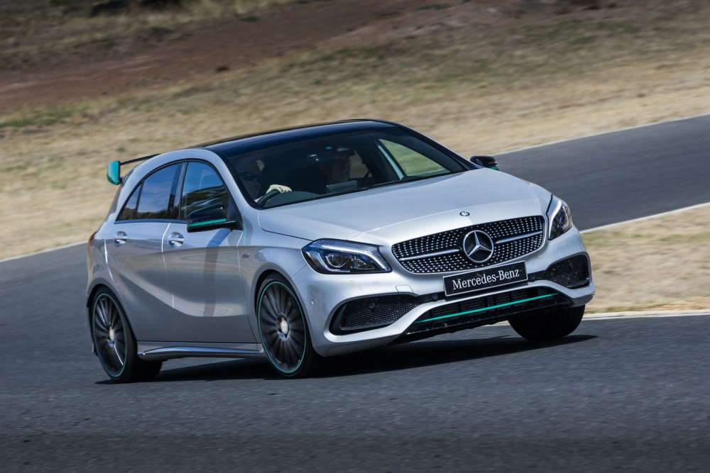 Серебристый Mercedes А-класса
