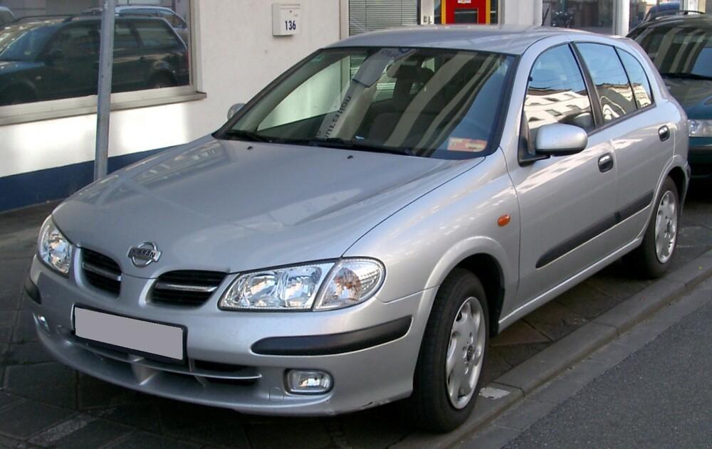 Nissan Almera серый