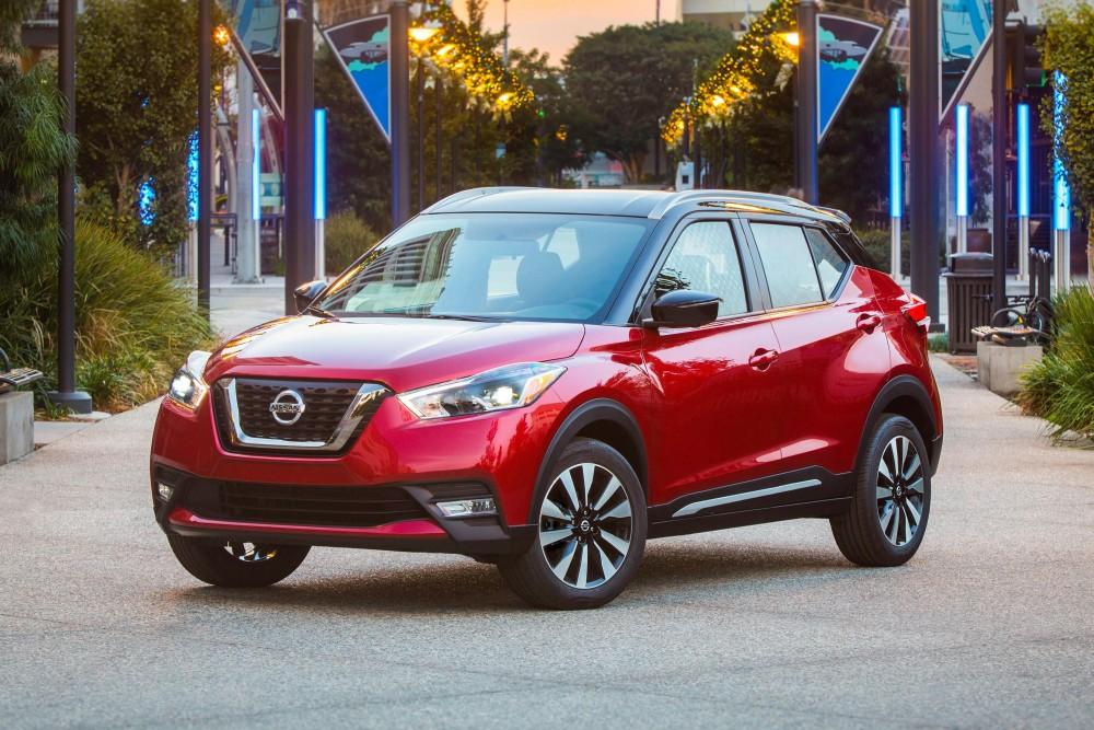 Nissan Kicks красного цвета