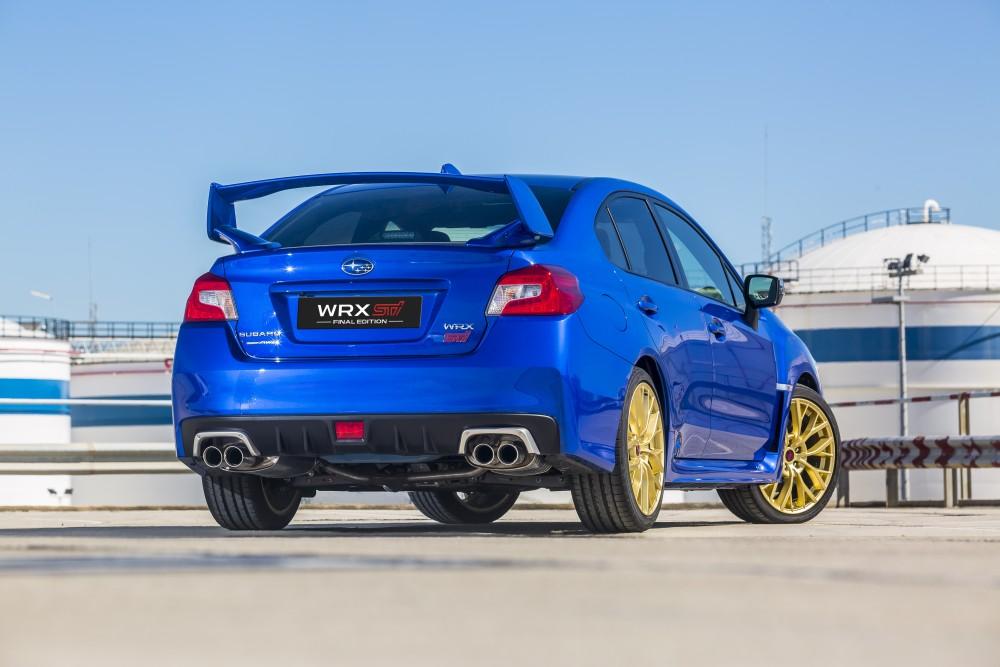Синяя Subaru WRX STI