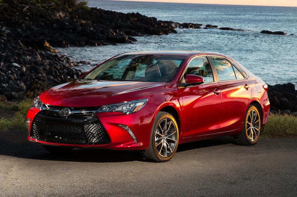 Toyota Camry красный