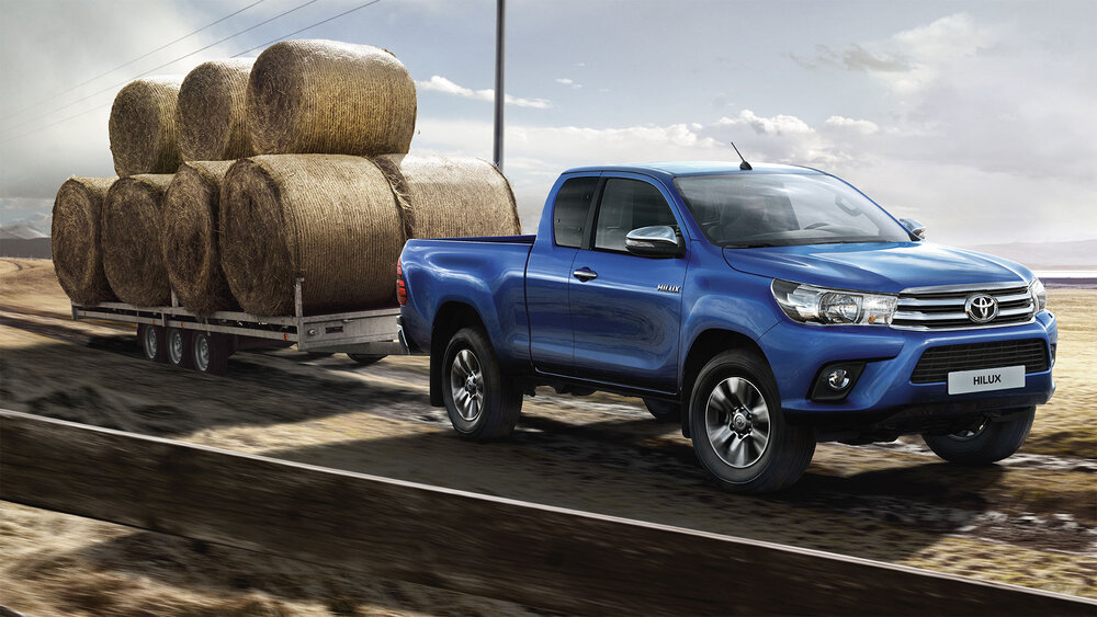 Toyota Hilux синий