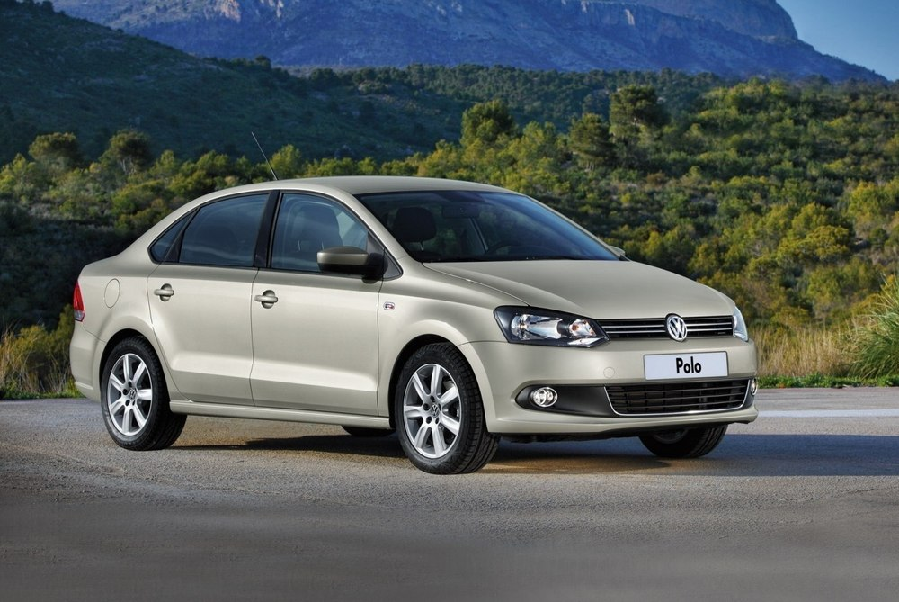 Volkswagen Polo Sedan бежевый
