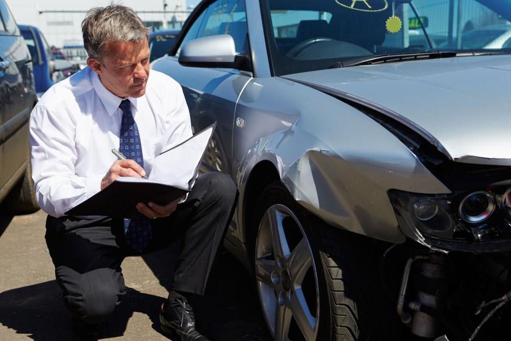 Оценка ущерба авто представителем страховой