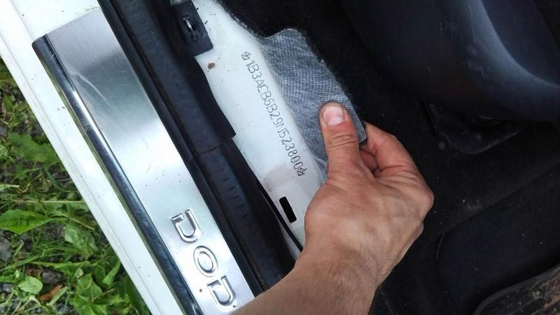 Расположение VIN-кода авто