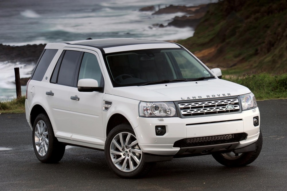 Белый Land Rover Freelander 2