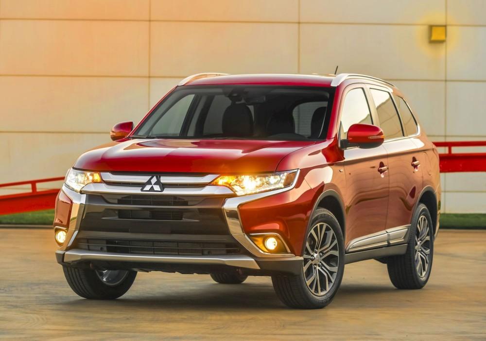 Mitsubishi Outlander красного цвета