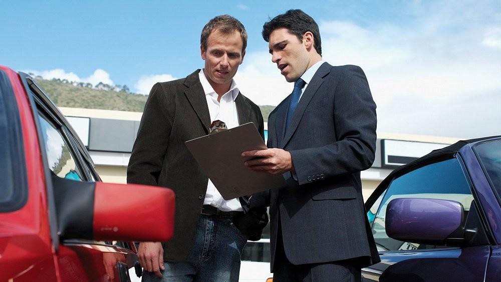 Перекупщик продает автомобиль