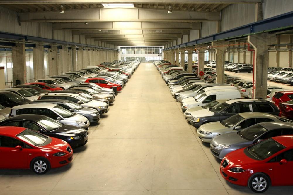 Склад автомобилей в автосалоне