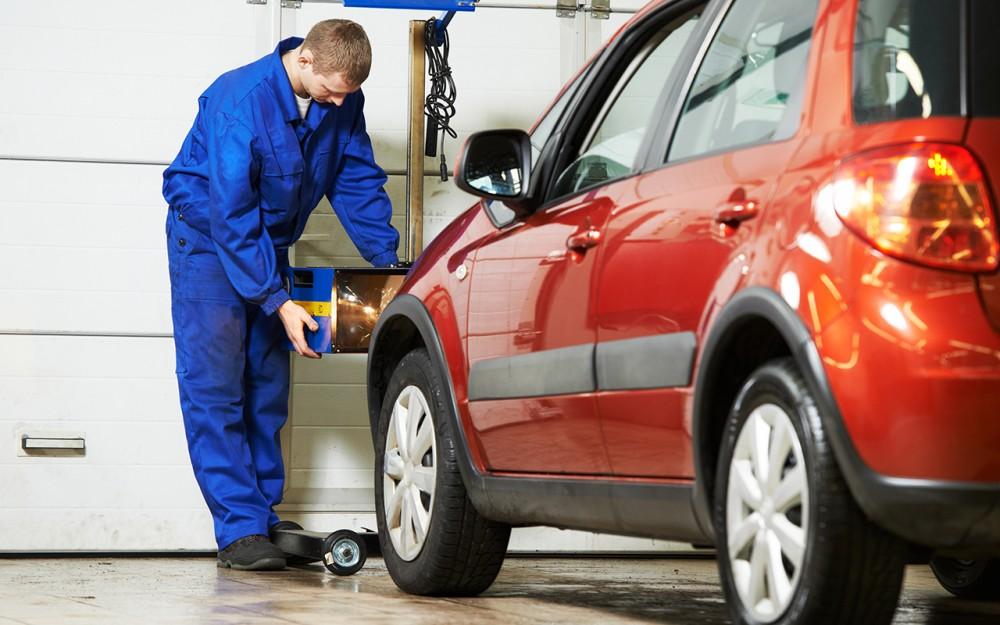 Обслуживание автомобиля в сервисе