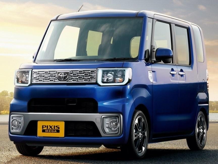 Синяя Toyota Pixis Mega