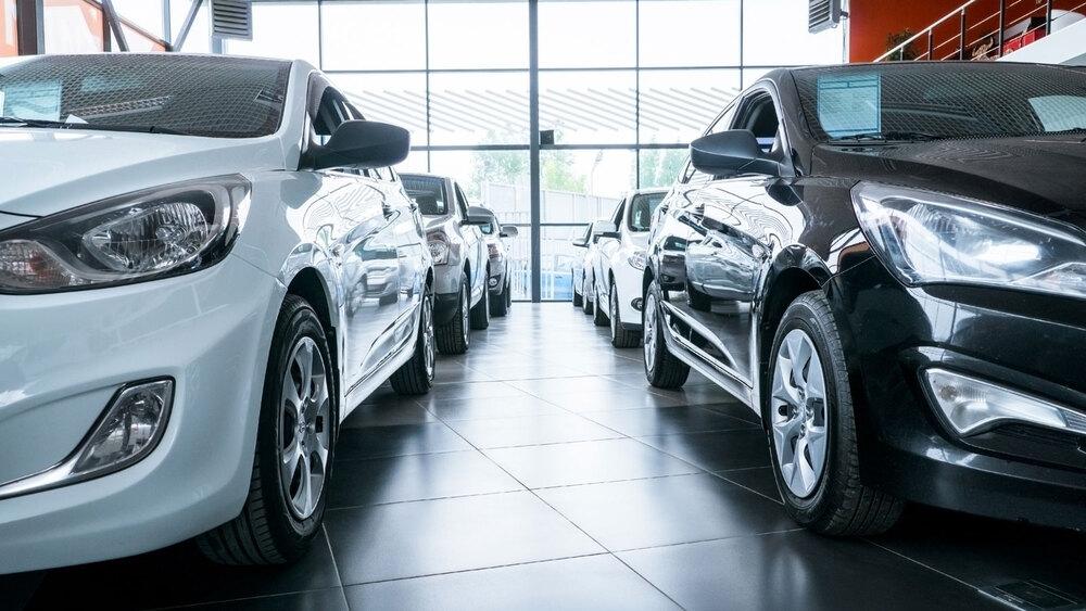 Машины в салоне