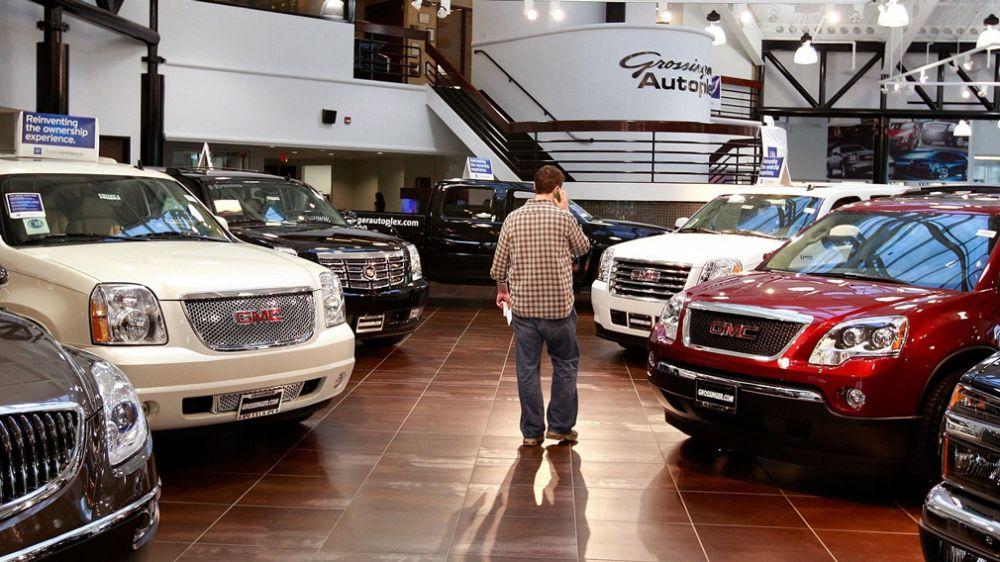 Машины в автосалоне США